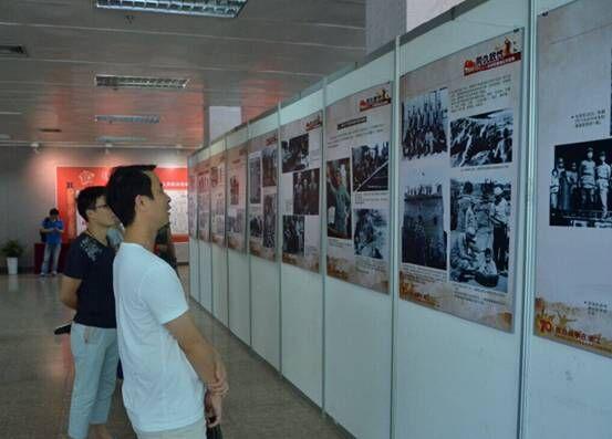 集团参观抗日战争胜利70周年图片展